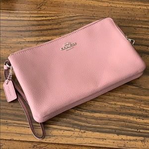 Brand New Without Tags Coach Leather Wristlet.